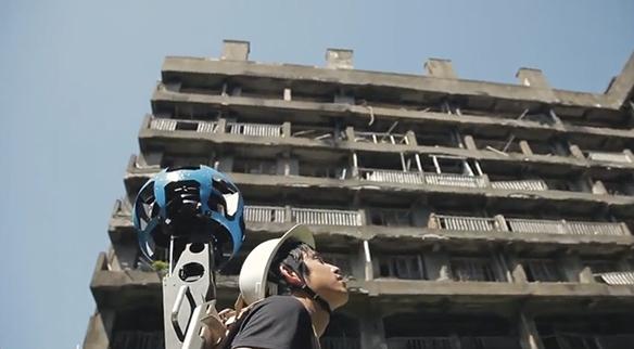 人がボール状の360°カメラを背負って地道に撮影‥‥あざす!